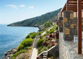 recko-hotel-daios-cove-luxury-resort-villas-002.jpg
