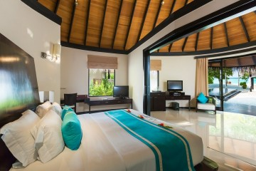 Family Deluxe Beach Villa with pool