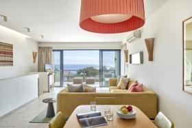2 Bedroom Ocean House (Partial Sea View)