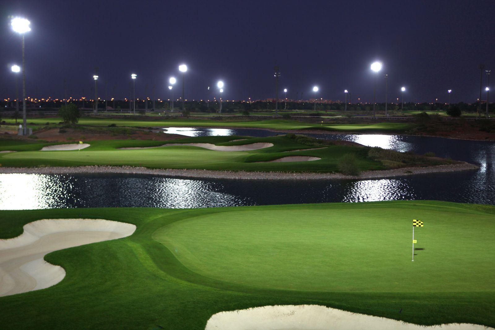 Dubaj – unikátní zážitek z nočního golfu
